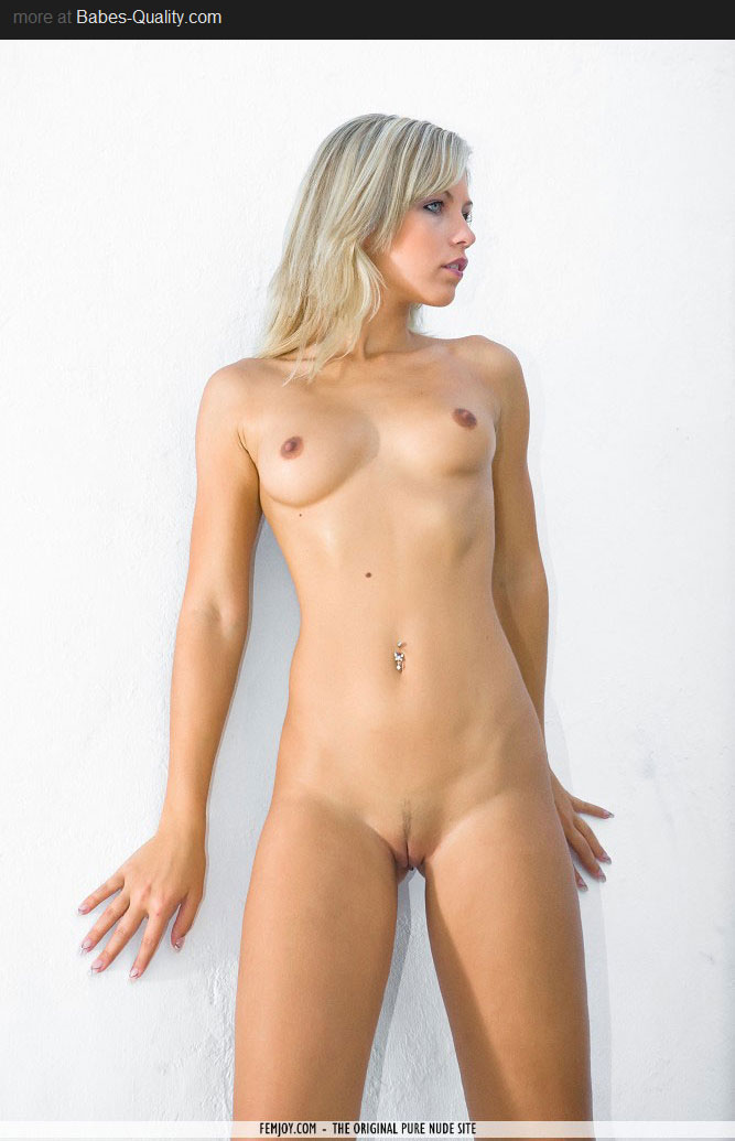 girl naked Beautiful blonde